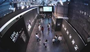 世界医讯携手小象馆进驻尤伦斯,发起公益摄影展《爱,不隔阂》